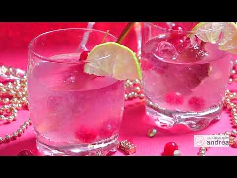 How to prepare a red currant Caipirinha cocktail