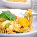 pasta salade met verse tomaatjes - pasta salad with roasted tomatoes-bewerkt