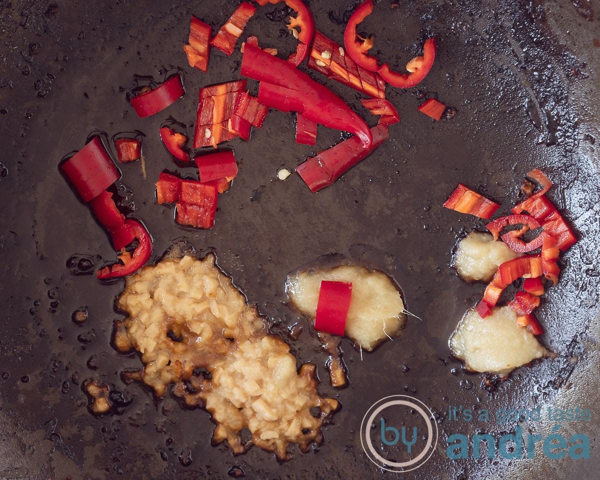 Bak het pepertje, knoflook en gember aan