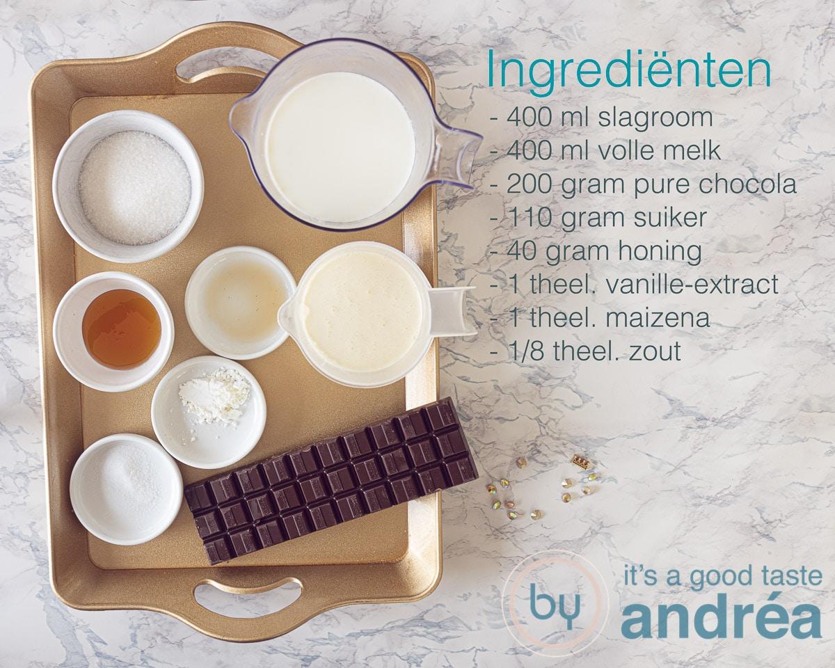 Ingredienten romig chocolade ijs
