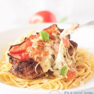 spaghetti topped with Milanesas napolitana