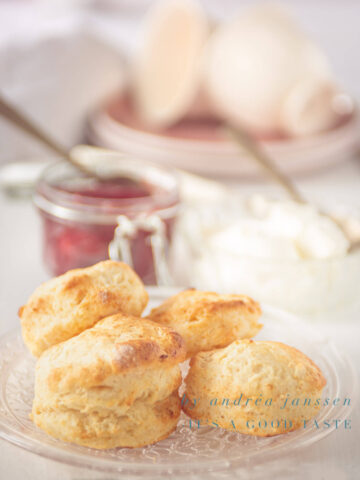 Scones with homemade strawberry jelly