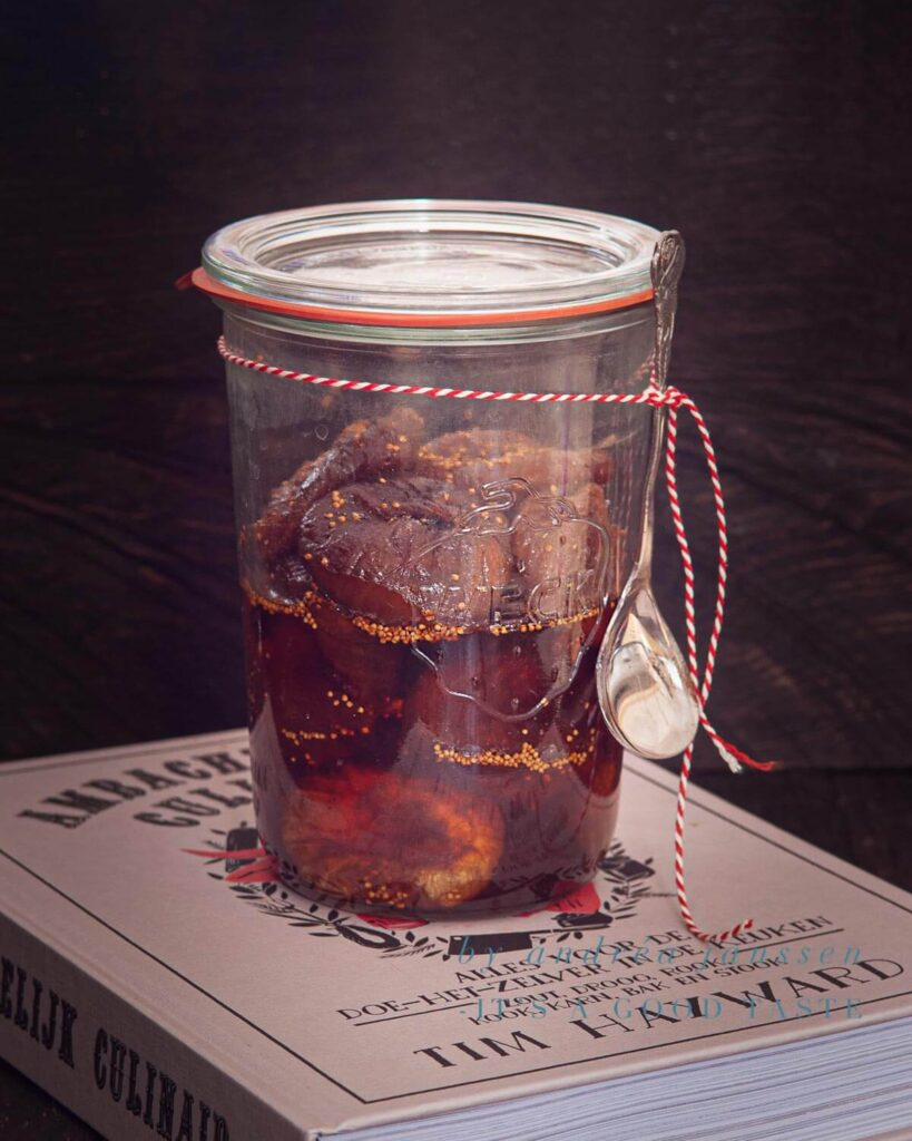 Preserve: figs in syrup