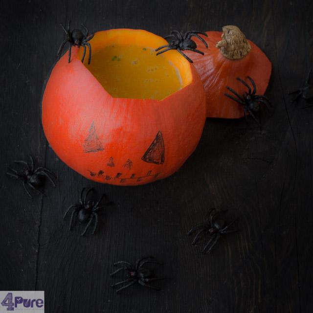 Kruidige pompoensoep voor Halloween - spicy pumpkin soup for Halloween