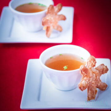 Bouillon met kaas kerst sterren - vegetable stock with Christmas cheese stars