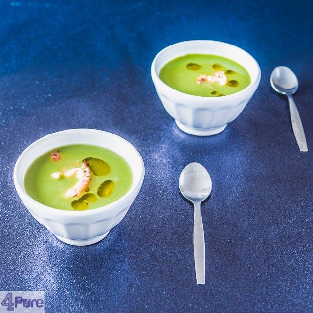 Licht soepje van doperwtjes en rivierkreeftjes - pea soup with cray fish