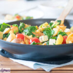 Spinazie wokken met feta en aardappeltjes - spinach stir fry with feta and potatoes