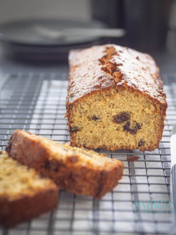 Granola cake with currant and walnuts