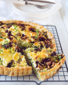 Leek quiche with goat cheese and walnuts