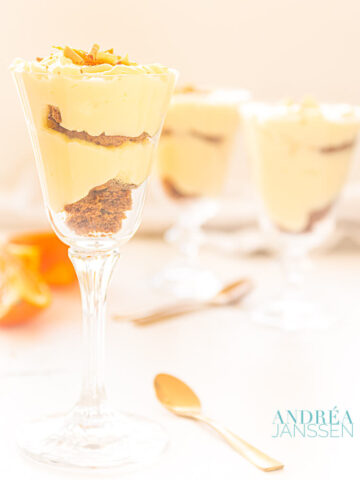orange pudding with coffee cookies