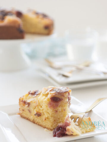 Cherry cake with pudding