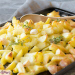 oven gebakken aardappelen met knoflook en tijm - roast potatoes easy recipe with garlic and thyme