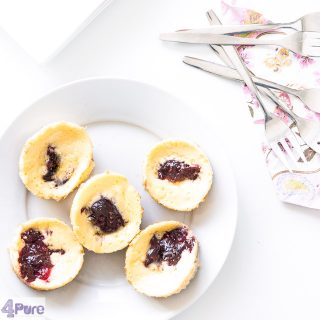mini cheesecake met bosvruchten - mini cheesecakes with forest fruit jelly