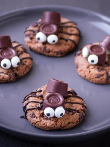 highlight Spider cookies for Halloween