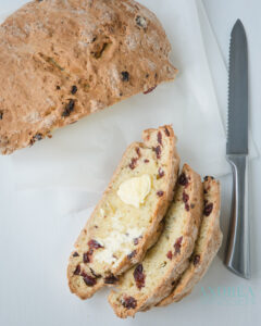 soda brood met cranberries en rozemarijn