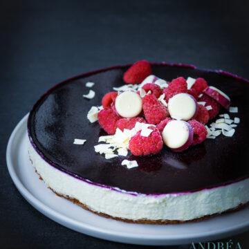 witte chocolade cheesecake met bastognekoek en bosvruchten