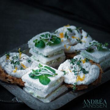 Sandwiches met gerookte zalm en waterkers mousse
