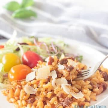 Macaroni on a plate