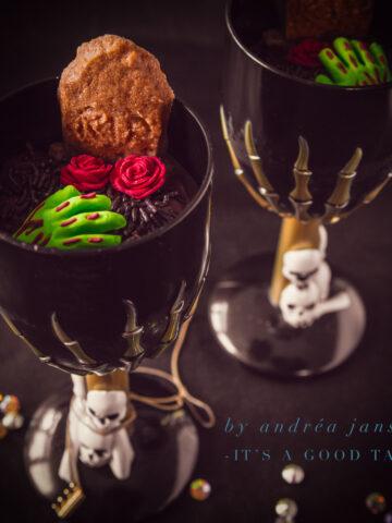 highlight Graveyard dessert with gingerbread cookies