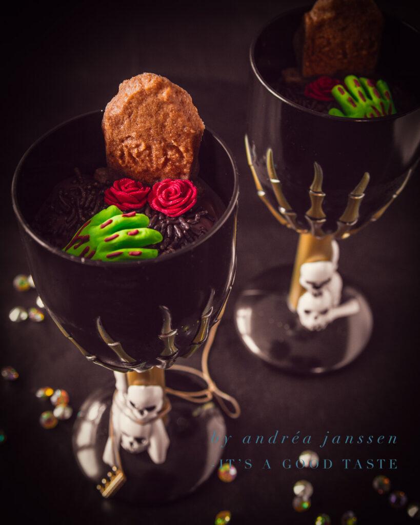 Graveyard dessert with gingerbread cookies