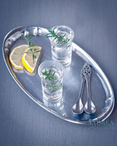 Griekse cocktail: ouzo met citroen