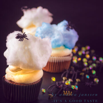 Spider cupcakes with mascarpone frosting and cotton candy
