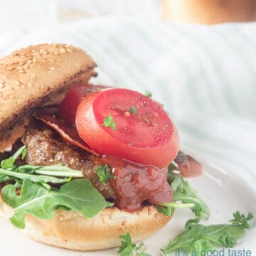 Hamburger with a bun the luxe on a wooden board