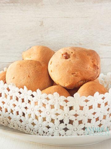 Orange rolls with walnuts
