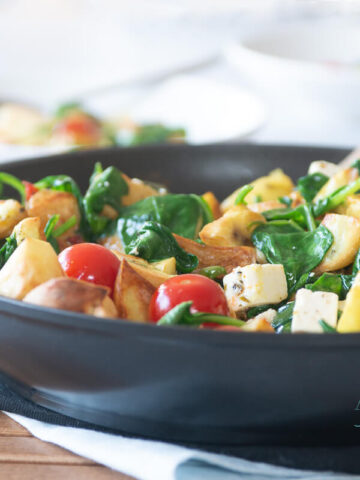 Spinach with feta and potatoes