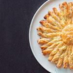 tarte soleil bladerdeeg gevuld met Boursin