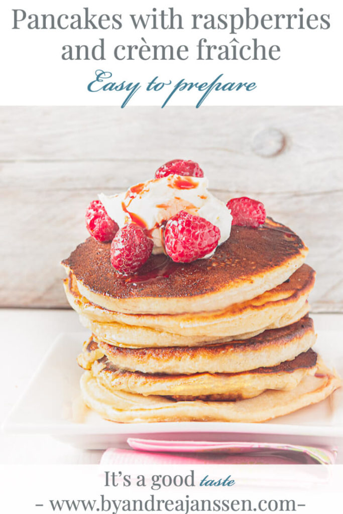 Pancakes with raspberries and crème fraîche