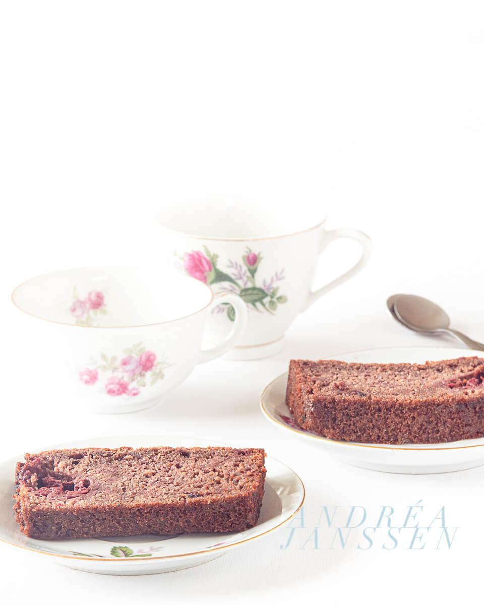 Chocolate cake with raspberries