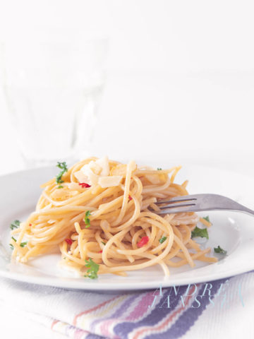 spaghetti olio e aglio (e pepperoni)