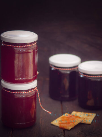 Redcurrant jam with port wine
