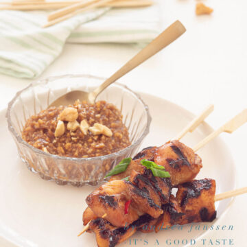 Grilled pork tenderloin satay with peanut sauce