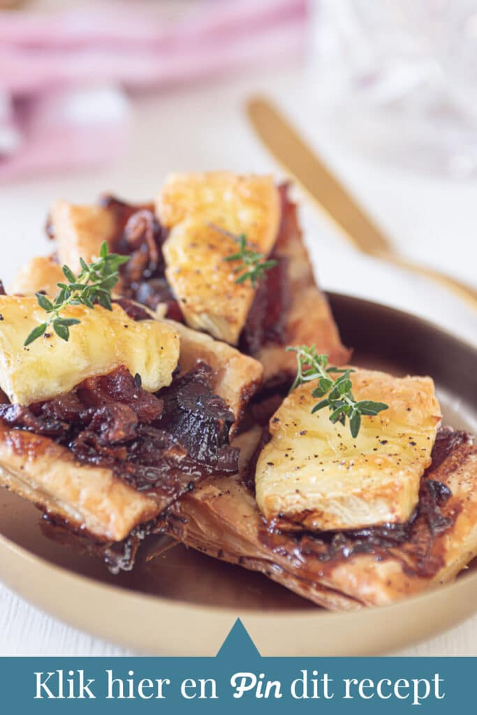 c t a Bladerdeeg hapjes uit de oven met Brie, spek en gekarameliseerde ui