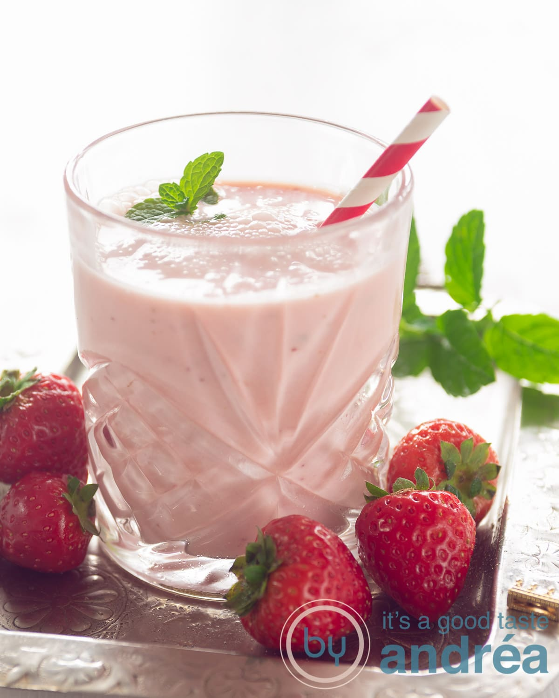 A glass with a Strawberry yogurt smoothie