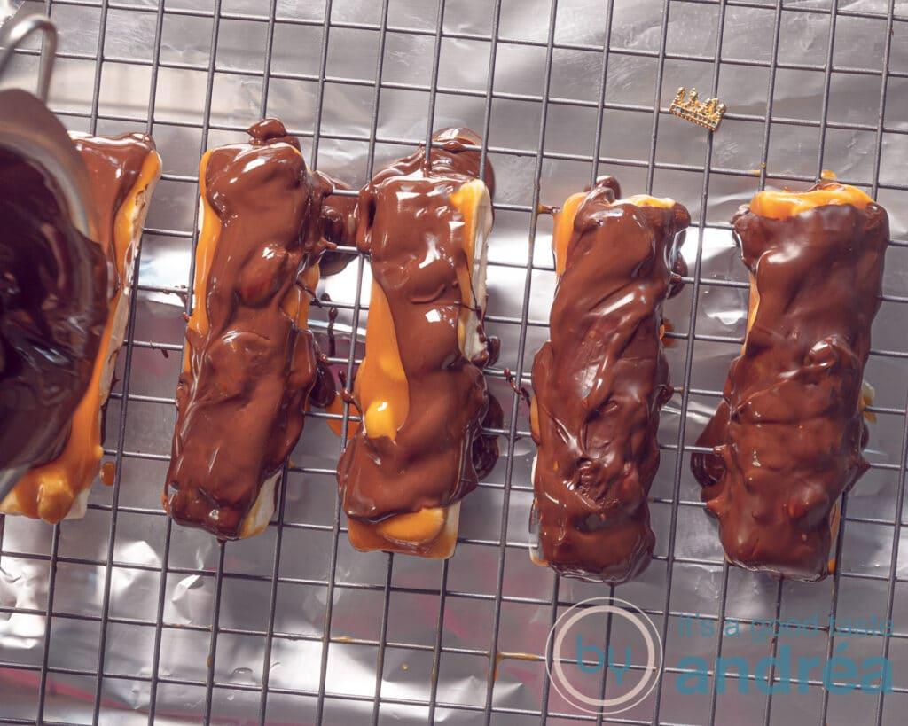 Bedek de repen met chocola