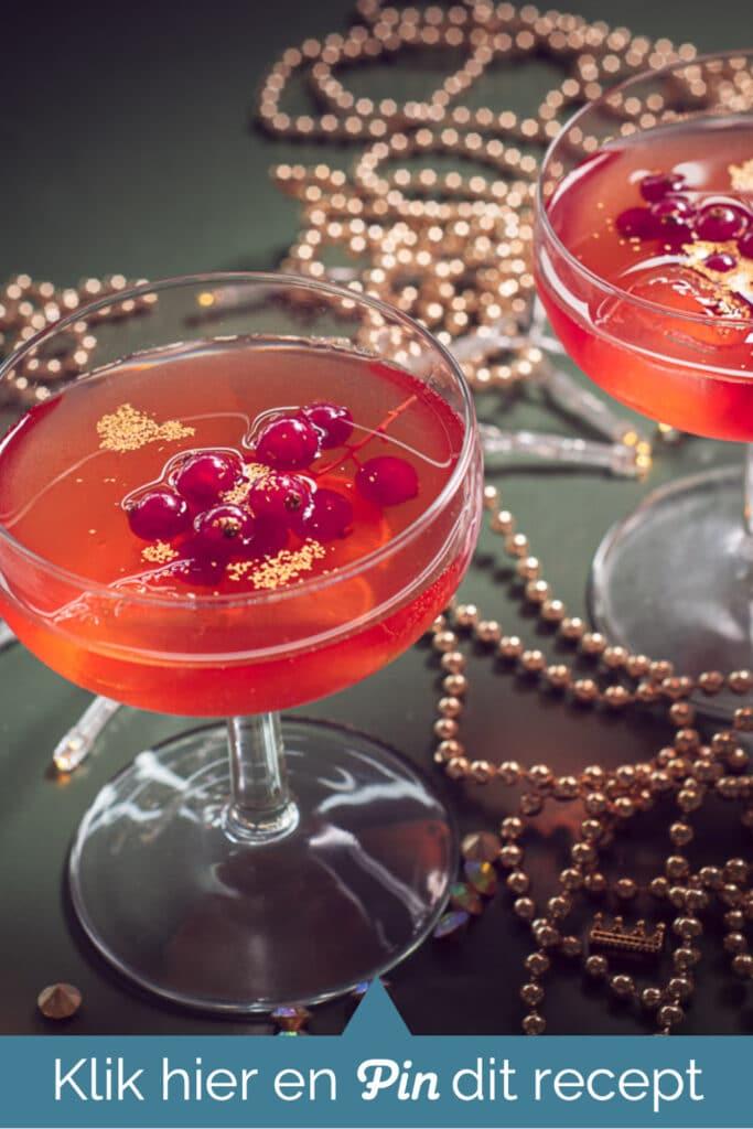 cta met twee Cosmopolitan cocktail recept met rode bessen