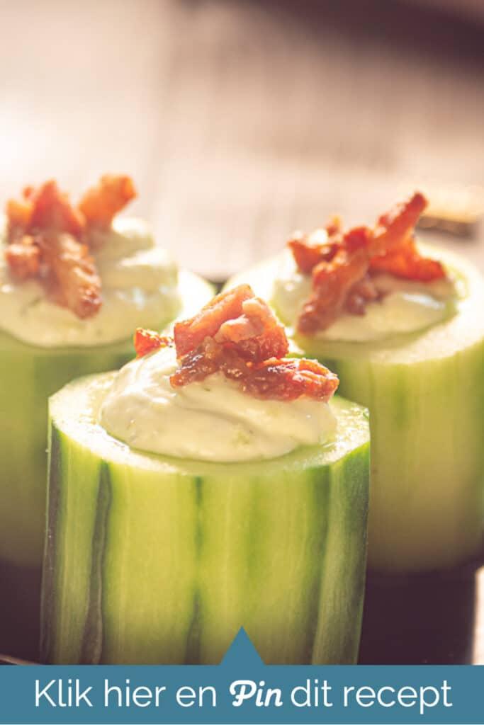3 komkommer hapjes met heksenkaas en spekjes