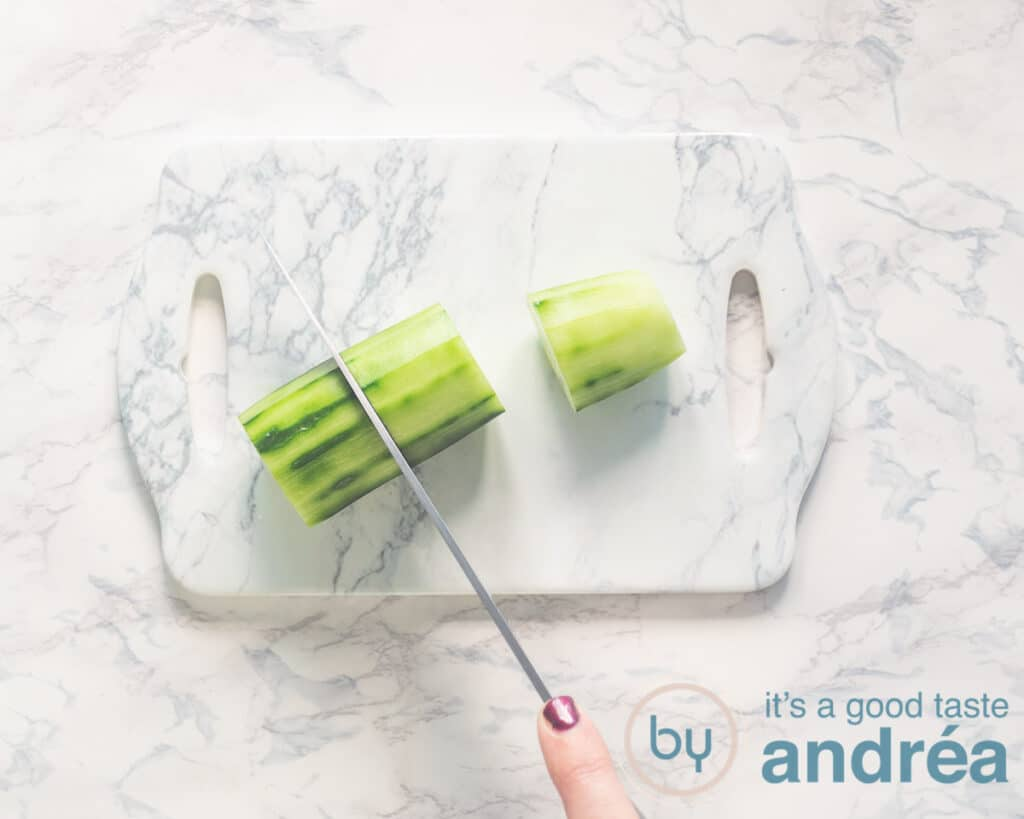 Snij de komkommer in plakjes