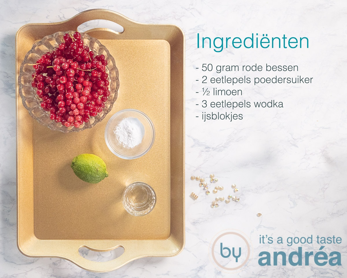 Ingrediënten voor een caipirinha met rode bessen