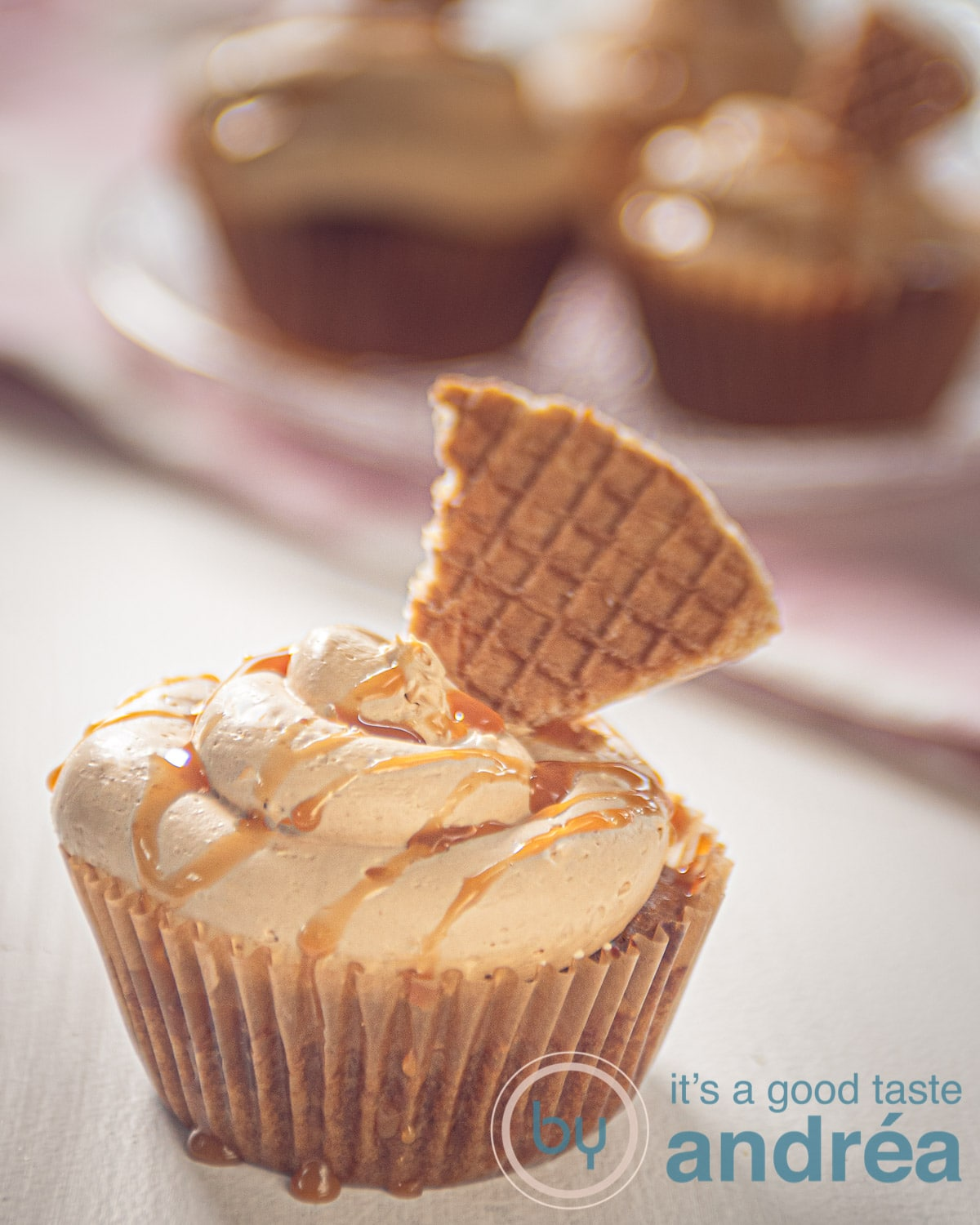 a stroopwafel cupcake in front and in the background some more