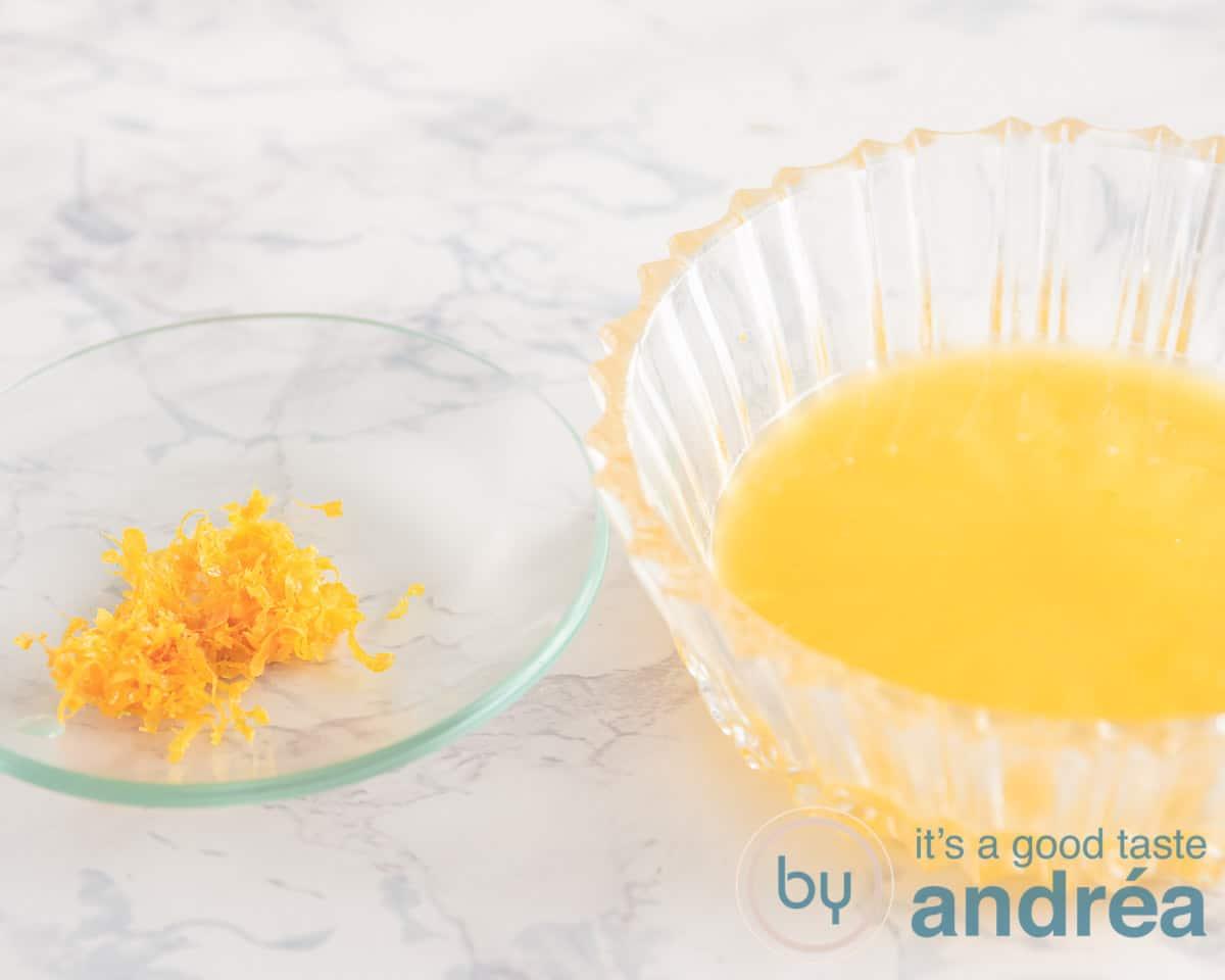 schaaltje met sinaasappel sap en sinaasappel rasp