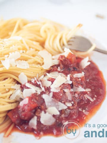 square pic slowcooker spaghetti sauce with meat and spaghetti