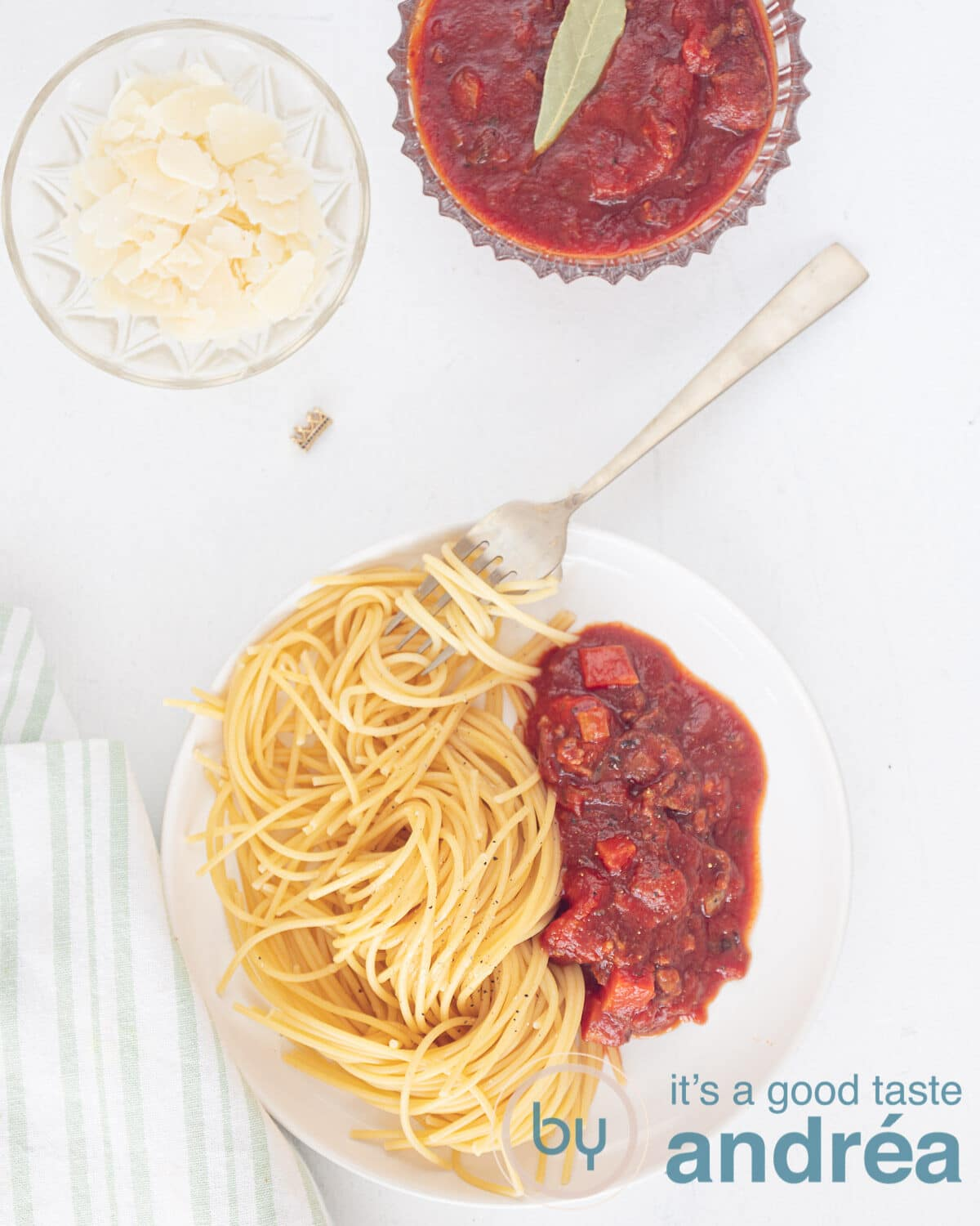 photo above: plate with spaghetti and crockpot spaghetti sauce with meat