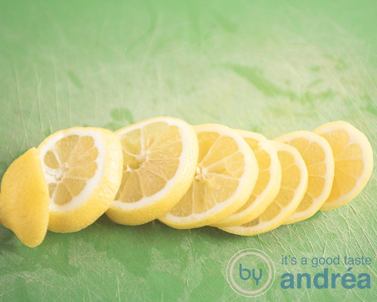 Schijfjes citroen gesneden
